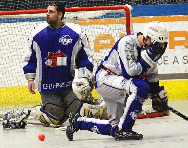 Hokejbalisté ústecké Elby prohráli i druhý čtvrtfinálový duel extraligy na půdě Mostu a v sérii prohrávají 0:2.