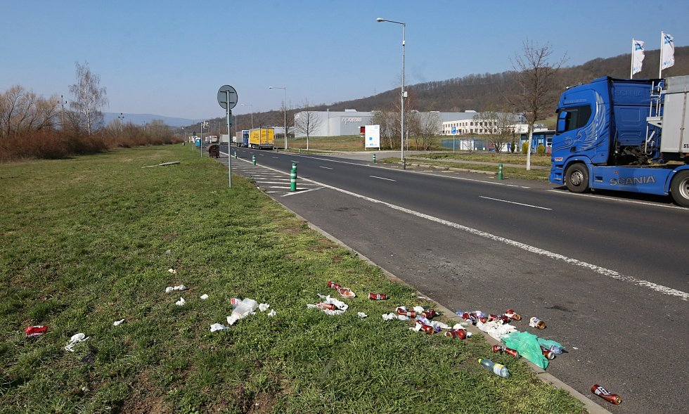 Parkování kamionů v průmyslové zóně v Předlicích