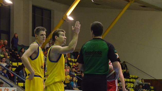 Ústí nad Labem důležitý zápas Národní basketbalové ligy na palubovce Svitav vyhrálo 87:81. Ilustrační foto.