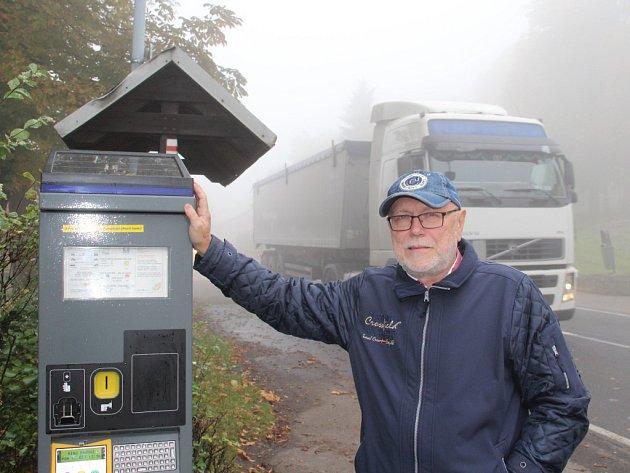 Rozšíření parkovacích míst plánuje obec Tisá v čele se starostou Jiřím Jandáskem.