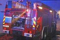 Likvidace požáru ve skladu papíru v ústecké nemocnici si vyžádala čtyři hasičská auta.