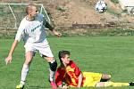 Fotbalisté rezervy Brné (ve žlutočerveném) porazili doma Svádov B 6:1. Foto: Deník/Rudolf Hoffmann