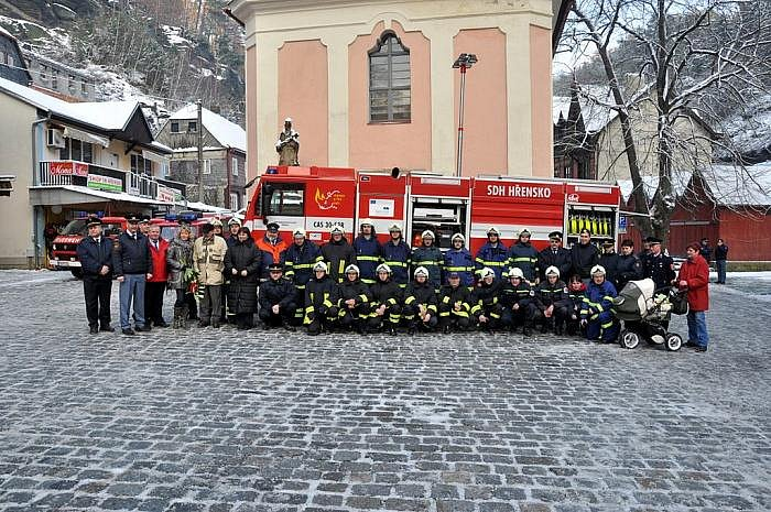Nový hasičský speciál Tatra 815/7 převzala jednotka SDH ve Hřensku.