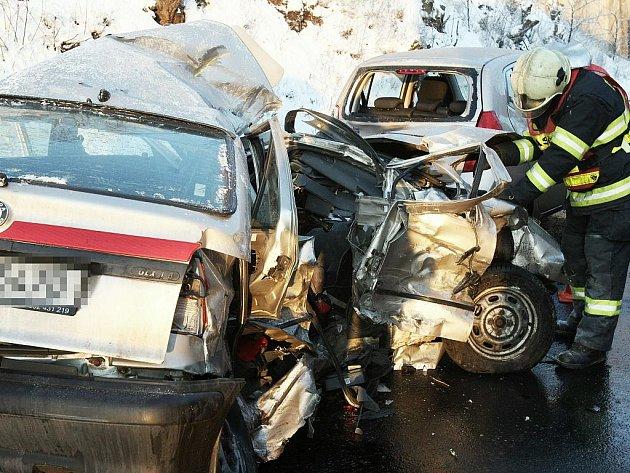 Na silnici I/30 z Lovosic do Ústí nad Labem došlo k tragické dopravní nehodě.