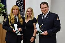 Iva Karafiátová a Adam Fuksa získali medaile III. stupně za zásluhy o rozvoj Vyšší policejní a střední policejní školy ministerstva vnitra vPraze