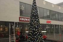 Vánoční atmosféra u OC Forum.