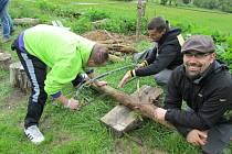 Dobré vztahy trvají a zážitky jsou napořád, říkají patroni z Ligy otevřených mužů, kteří pomáhají chlapcům z dětských domovů.