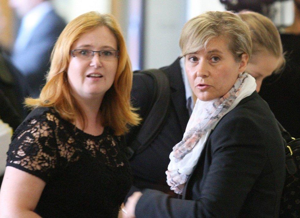 Irena Kotlanová (vpravo).