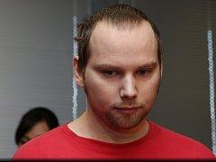 Vrah z Klášterce Roman Kalužík stanul v úterý 14. dubna před ústeckým krajským soudem.