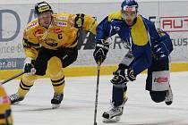 Ústečtí hokejisté (modro-žlutí) doma porazili Litvínov 3:1.