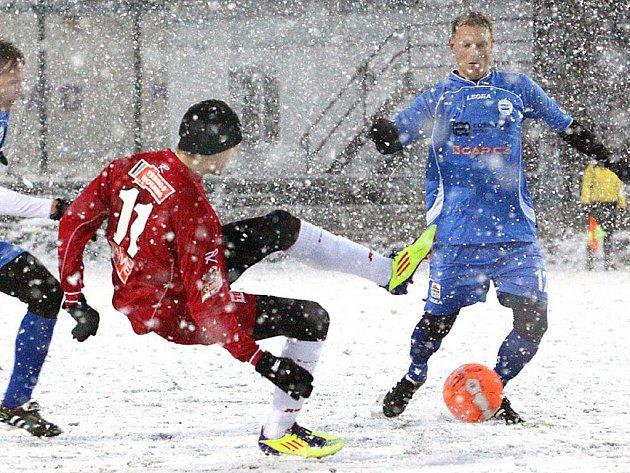 SK Roudnice (modří) - FK Ústí n/L (červení).