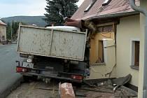 S dopravní nákladní zátěží Libouchec bojuje bezvýsledně už několik let.