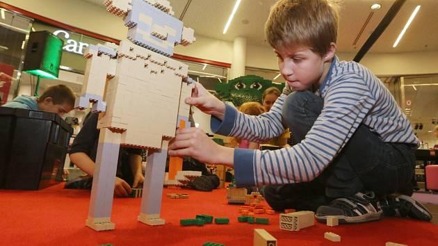 NA HVĚZDNÉ VÁLKY A LEGO zve o víkendu OC Forum. Pro děti tu budou opět připraveny hry a soutěže.
