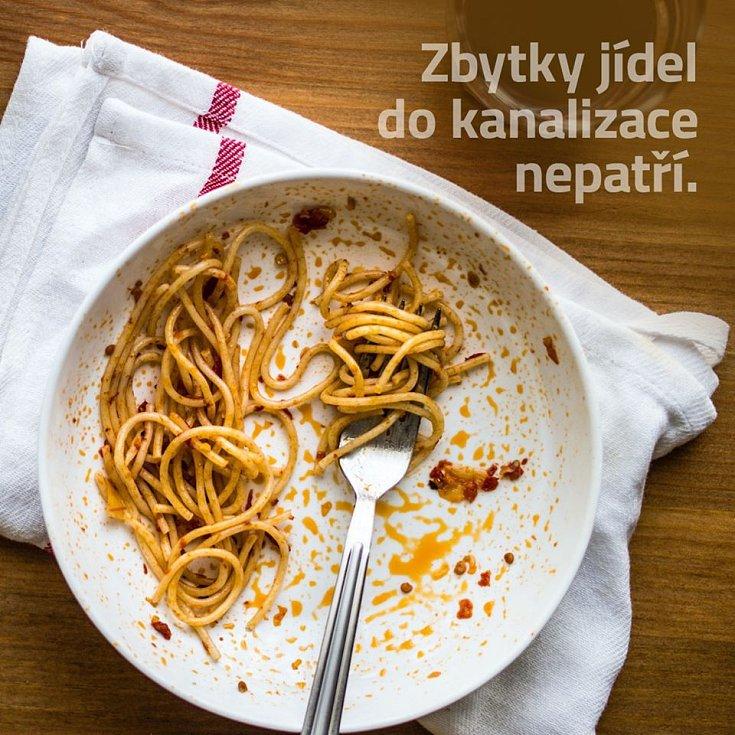 Zbytky jídla do kanalizace nepatří