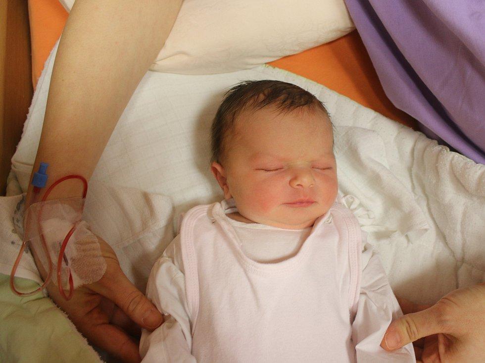 Emma Weissová se narodila Lence Weissové z Bystřan 15.ledna ve 20.21 hod. v ústecké porodnici. Měřila 52 cm a vážila 3,98 kg
