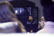 Zpívání v kostele Narození Panny Marie v Chabařovicích.