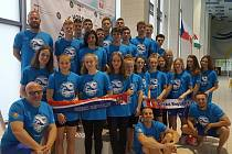 Plavecká reprezentace juniorů na závodech v Osvětimi. Z ÚAPS se zúčastnili Řezáč, Fišerová a trenér Eckert.