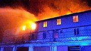 Hasiči vyjeli k požáru střechy v areálu Setuzy