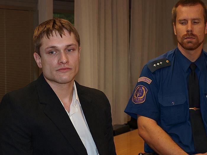 Jaroslav Šrůta je ve vazbě. Mimo jiné je mu kladeno za vinu, že kvůli jeho loupežnému přepadení málem vykrvácela v lounském baru napadená barmanka.