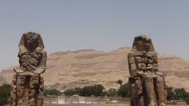 Záhada mluvící faraonovy sochy zůstává nezodpovězena.