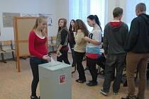 Studenti Obchodní akademie v Pařížské ulici mohli ve studenských volbách říci, jaké politiky by nejraději viděli v čele České republiky.