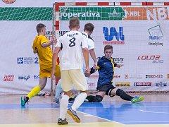 Futsalisté Rapidu Ústí nad Labem v zápase s Hradištěm. Mladý brankář Opálecký