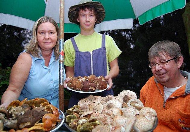 Rodina Poleníkova tráví dovolenou na houbách.