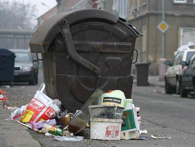 Odpadky po Vánocích čekají na vyvežení