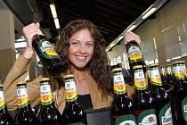 O stupeň lepší pivo mění domovský pivovar. Bude se z Ústí stěhovat do Velkého Března.  Na snímku Lenka Taussigová.