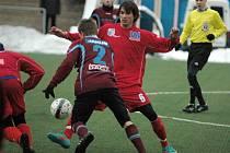 Ústečtí fotbalisté (červení) remizovali v Děčíně s Varnsdorfem 2:2.