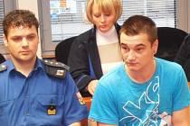 Lukáš Rajtr (vpravo) u soudu.