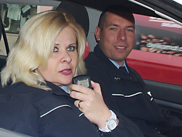 Policisté Jan Stropnický a Jaroslava Vrbová  neváhali  s pomocí ani vteřinu a díky jim muž zase žije.