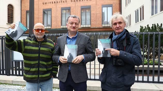 Všichni tři protagonisté knihy Spánek rozumu plodí příšery. Zleva Aleš Palán, Jan Konvalinka a Jan Šibík.