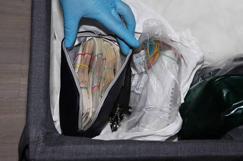 Policie zdokumentovala věci pachatelů