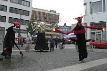 Herci Činoherního studia vzbudili ve městě velkou pozornost.