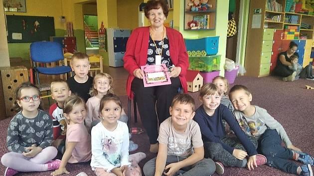 V naší školce nyní bude pohádková babička Jitka, která nám ukáže říši pohádek.