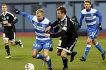 Fotbalisté Ústí (pruhovaní) doma podlehli Znojmu 0:1.