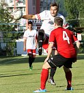 Fotbalisté Neštěmic (bílí) doma udolali Brnou 3:2 po penaltách.