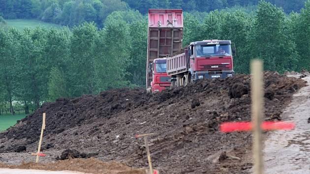 V sobotu začalo platit stavební povolení na stavbu zbývajícího úseku dálnice D8.