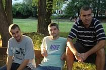 Gilotinu pokřtí trio UL Farma, hiphop ze severu.