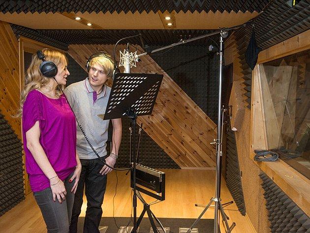 David Deyl a Monika Absolonová ve studiu.