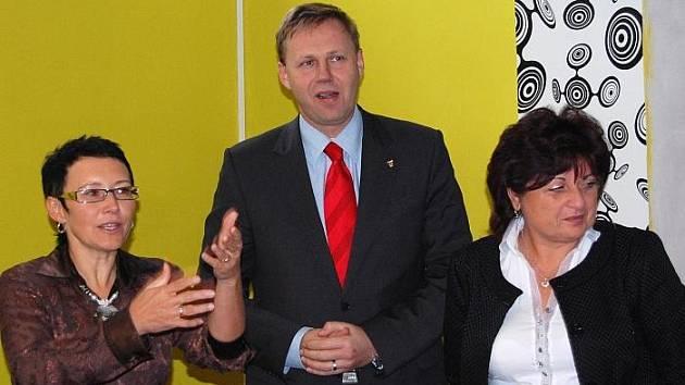 Jana Víchová – ředitelka festivalu, Jan Kubata – primátor města Ústí nad Labem, a Jana Vaňhová – hejtmanka ústeckého kraje a patronka festivalu na tiskové konferenci k Femina Filmu.