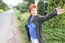 Chybí chodník, upozorňují obyvatelé Hostovic. Město Ústí jim ho slibuje už minimálně od roku 2008.