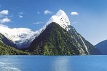 Zlatý hřeb cesty po Novém Zélandu byl pohled z konce fjordu Milford Sound na snad nejkrásnější horu Oceánie, na Mitre Peak, vypínající se skoro sedmnáct set metrů nad hladinu zálivu.
