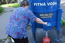 Odstávka vodojemu Klíše přerušila zásobování pitnou vodou více než deseti tisíc Ústečanů na osmou až dvadvacátou druhou hodinu. Severočeské vodovody a kanalizace vyjely do ulic s malými pojízdnými cisternami, které hlásily nabídku pitné vody, po městě tak