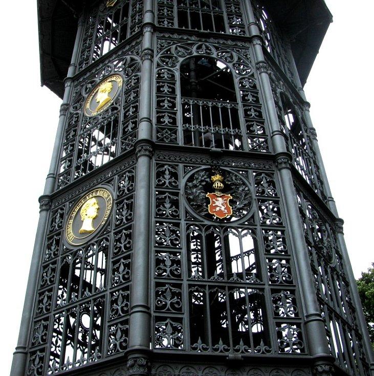 Vyhlídková věž je zhotovena z litiny a je tak unikátním dílem řemeslníků z poloviny devatenáctého století.