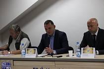 Výkonným ředitelem FK Ústí nad Labem se 1. října oficiálně stal Petr Heidenreich (uprostřed).
