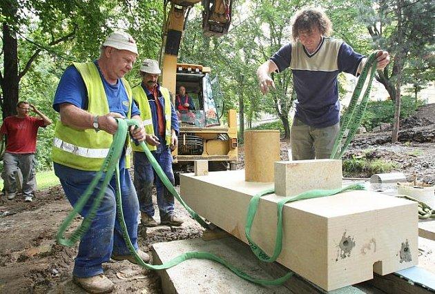 Městské sady obohatí po rekonstrukci nové kašny z pískovce v podobě lidských tváří