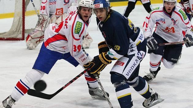 I ve druhém čtvrtfinále play off první hokejové ligy porazili Ústečtí Lvi Třebíč a vedou v sérii 2:0. Nyní se vše přesouvá na Vysočinu a první duel se hraje v pátek.
