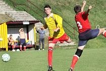 Fotbalisté Brné B (žlutí) doma porazili SKP Sever 4:2.